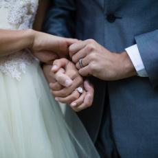 ŠOKANTNA ISPOVEST: Tražila od verenika da na venčanje ne dovede ćerku iz prvog braka! Zbog njegove reakcije gori internet