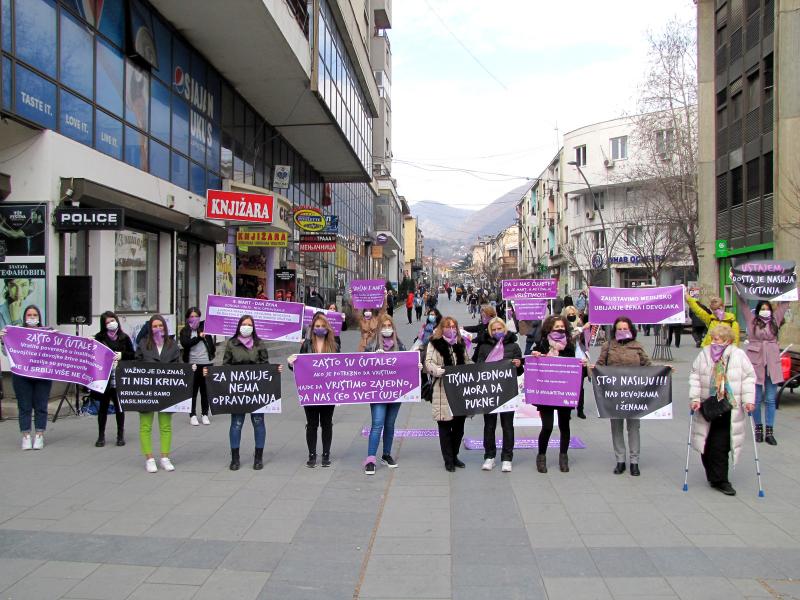 SOS telefon za žene: Da li nas čujete, 8. je mart, a mi i dalje VRIŠTIMO! (FOTO, VIDEO)