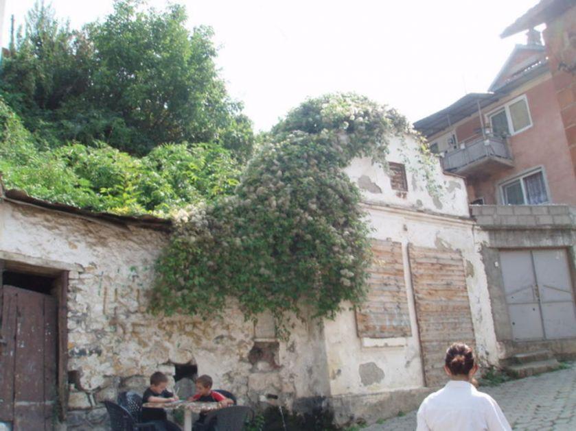 POMOZIMO OBNOVU PRIZRENSKE SVETINJE Crkva Svetog Pantelejmona, svedok života Srba, ugrožena i divljom gradnjom Albanaca!
