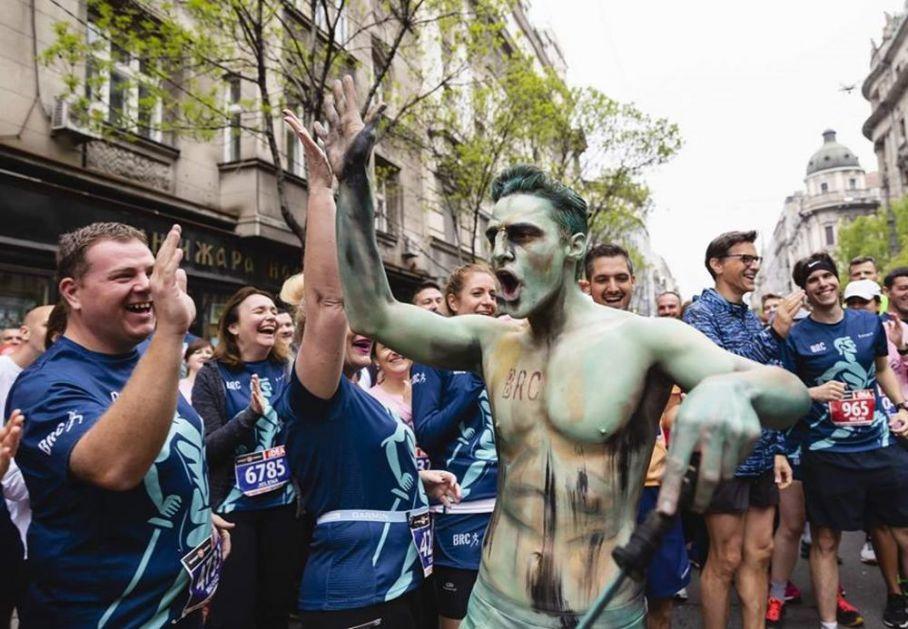SPEKTAKL NA ULICAMA GLAVNOG GRADA: Beogradski pobednik sa Kalemegdana trčao maraton! (FOTO)