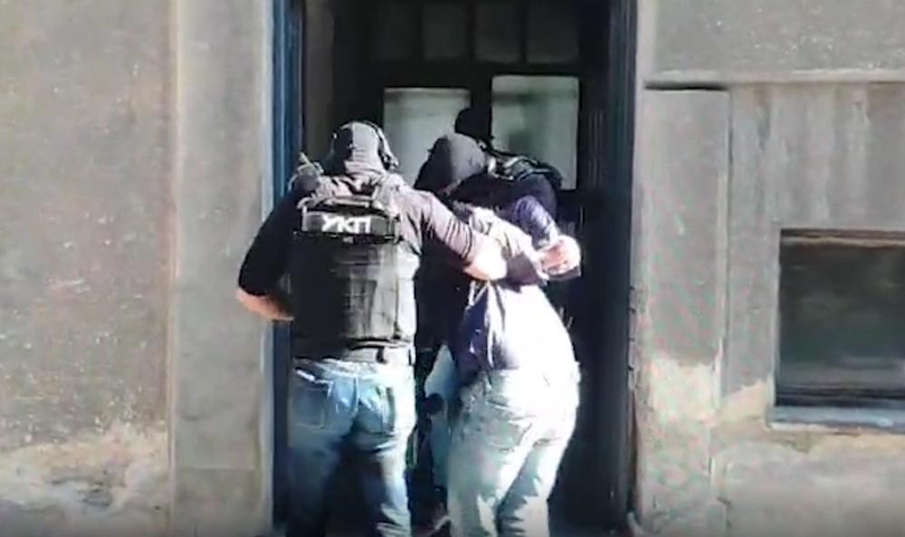 SPEKTAKULARNA AKCIJA POLICIJE NA ČUKARICI: Lopov ostao zaključan u apoteci, kad je razbio izlog sačekala ga policija!