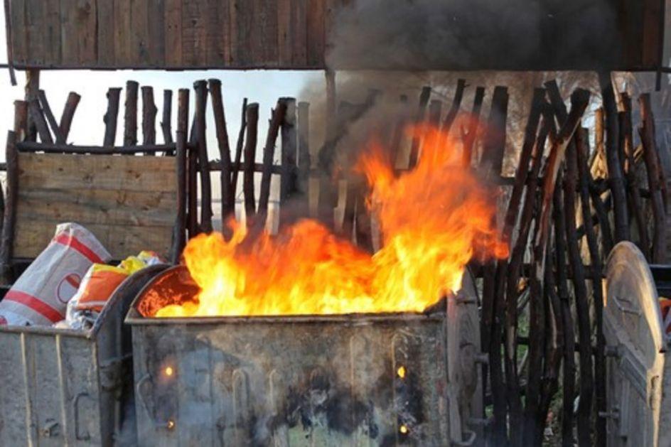 SPLITSKI HULIGANI DIVLJALI PREKOVREMENO: Masovno palili kontejnere po gradu, vatrogasci imali pune ruke posla