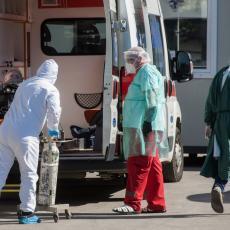 SPORA KAMPANJA VAKCINACIJE DOVELA DO KOLAPSA: Nema mesta u bolnicama, ljudi se leče na PARKINGU ispred