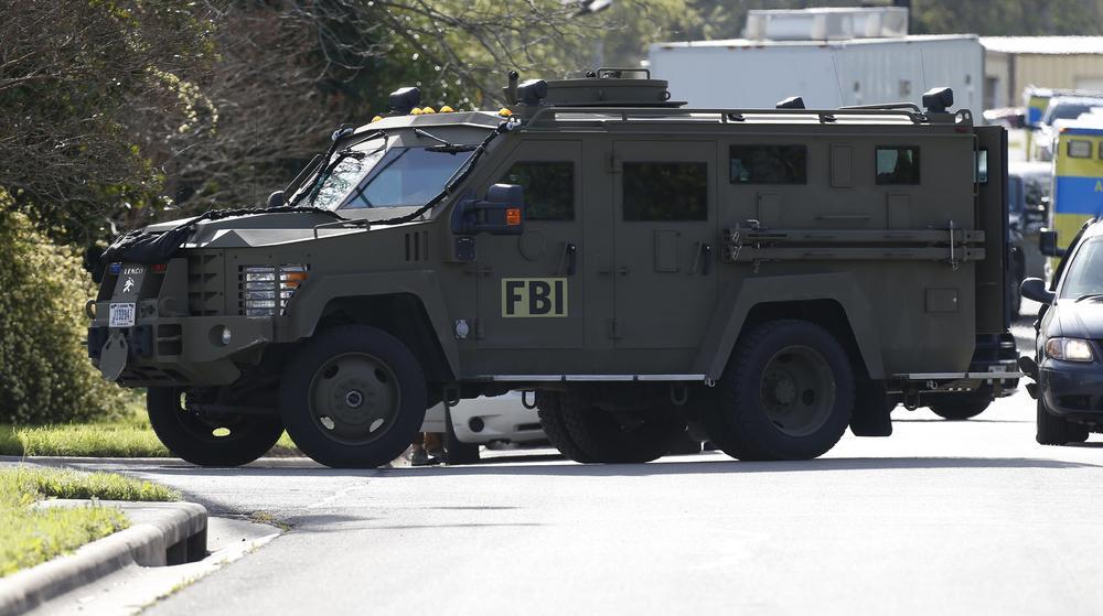 SPREČEN BOMBAŠKI NAPAD NA AMAZON: FBI bombašu spremio zamku! Od tajnog agenta dobio paklenu napravu da zgradu digne u vazduh