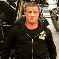 SPREMA SE ZA RAMBA 5! Stalone ima 72 godine, a iz TERETANE kolegama šalje brutalnu poruku! (FOTO)