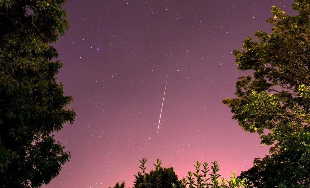 SPREMITE SE VEČARS ZA SPEKTAKL NA NEBU: Vrhunac meteorskog pljuska Perseidi! Zvezde padalice stižu!