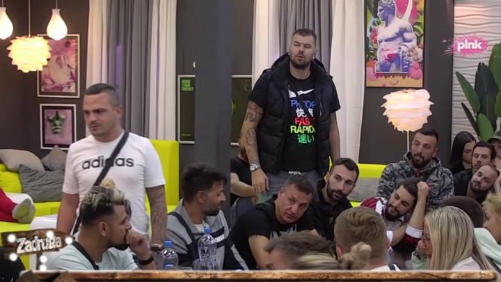 SPUSTIO GA PRED SVIMA! Bane pričao koja mu se devojka dopada, Janjuš ga UNIŠTIO jednim komentarom! (VIDEO)