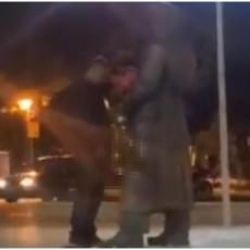 SRAMOTNO! URINIRAO PO SPOMENIKU U CENTRU GRADA! Nikšićanin (57) će odgovarati zbog skrnavljenja groba narodnog heroja (VIDEO)