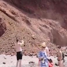 SRBI USRED HAOSA Tone stena palo na ČUVENU PLAŽU na Santoriniju (VIDEO)