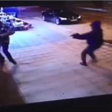 SRBIJA ŠOKIRANA SNIMKOM iz Novog Pazara! Prišao mu sa leđa, izvadio ŠKORPION, a onda... (VIDEO)