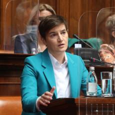 SRBIJA VIŠE NIJE ZEMLJA JEFTINE RADNE SNAGE Premijerka Brnabić: Država neće ostaviti radnike Geoksa na cedilu