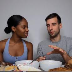 SRBIN dao svojoj ženi Amerikanki da eksira čašu rakije - njena reakcija razvalila Internet! (VIDEO)