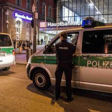 SRBINA (32) UBILA NEMAČKA POLICIJA: Divljao kolima, pa službenike napao mačem. Sa njim je bila majka