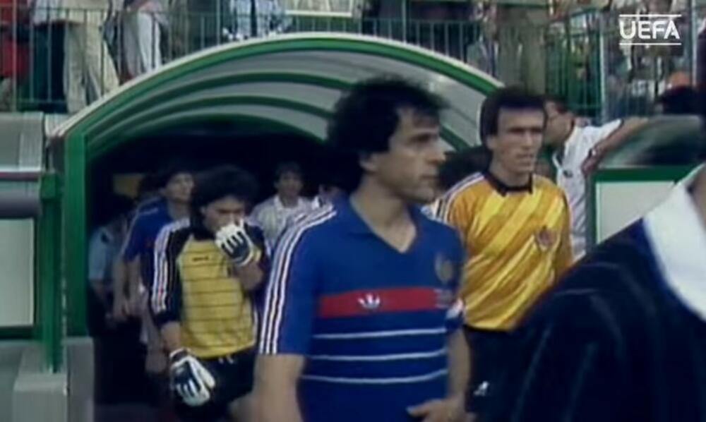 SRBINU NIJE BILO SPASA, POZLILO MU NA TERENU, UMRO U BOLNICI Tužno sećanje na veliku tragediju sa EURO 1984.