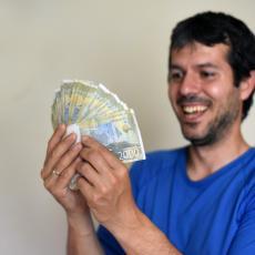 SREĆNIK IZ KRAGUJEVCA: Evo kako je Darko za nekoliko minuta uspeo da osvoji POLA MILIONA!