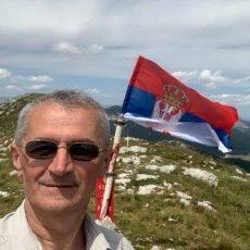 SRPSKA ZASTAVA SE DANAS ZAVIJORILA NA NAJVIŠEM VRHU DINARE: Moćna poruka Hrvatima (FOTO)