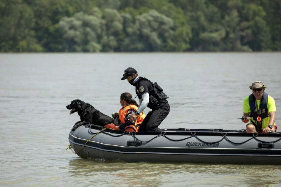 SRPSKI SPASIOCI DVA PUTA SPREČILI POKUŠAJ SAMOUBISTVA POLICAJCA: Skočio sa mosta, pa pokušao da iskoči iz čamca za spašavanje!