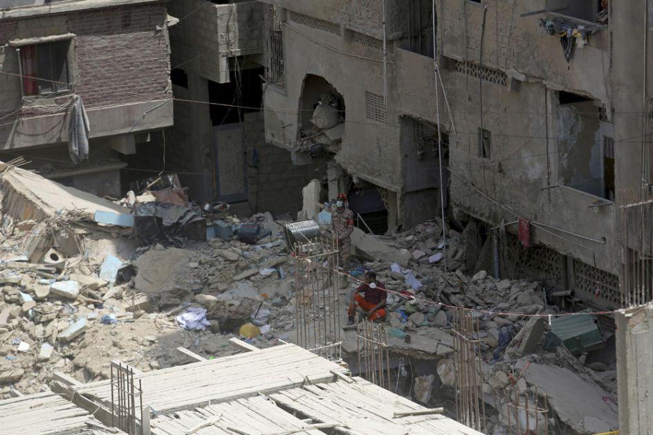 SRUŠILA SE ZGRADA: Stanari došli da pokupe stvari kad je sve počelo da se ruši, stradalo 13 ljudi