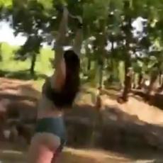 ŠTA JE TO, DUH?! Snimak devojke koja pada u vodu zbunio Internet - samo se izvrnula NAOPAČKE! (VIDEO)