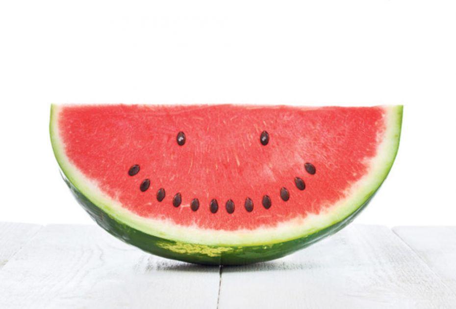 ŠTA KAŽU NUTRICIONISTI: Semenke lubenice jesti ili ne?