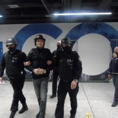 ŠTA SNIMATE? Elez BESNO PSOVAO pri ulasku na aerodrom u Sarajevu (FOTO/VIDEO)