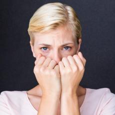 ŠTA SU PANIČNI NAPAD I PANIČNI POREMEĆAJ? 10 simptoma koje NEMA korona virus a ima panika