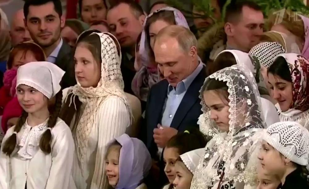ŠTA TO PUTIN IMA NA RUCI? Detalj na šaci ruskog predsednika izazvao HAOS na društvenim mrežama! (VIDEO)