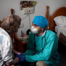 STANJE KRITIČNO: U ustanovama i domovima za stare 347 zaraženih od korona virusa