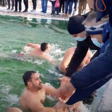 STEFAN NAJBRŽE DOPLIVAO DO ČASNOG KRSTA: Na gradskom bazenu u Kuršumliji održano tradicionalno plivanje