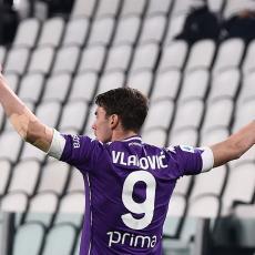 STIGAO I POZIVA SA ENFILDA: Redsi žele Vlahovića a Fiorentina mu spremila MILIONSKI ugovor!