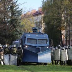 STIGAO KONVOJ! Uoči novog protesta opozicije policija dovlači snage u centar Minska (VIDEO)