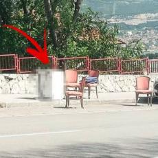 STOLICE SU SAMO DEO BIZARNOSTI! Prizor sa parkinga sve ostavio u ČUDU! Ovo nema ni na filmu! (FOTO)