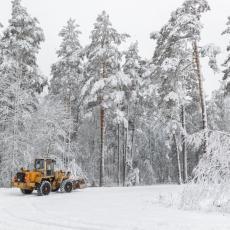 STRAVA U SNEGU DUBOKOM POLA METRA: Radnici zimske službe našli dva smrznuta tela!