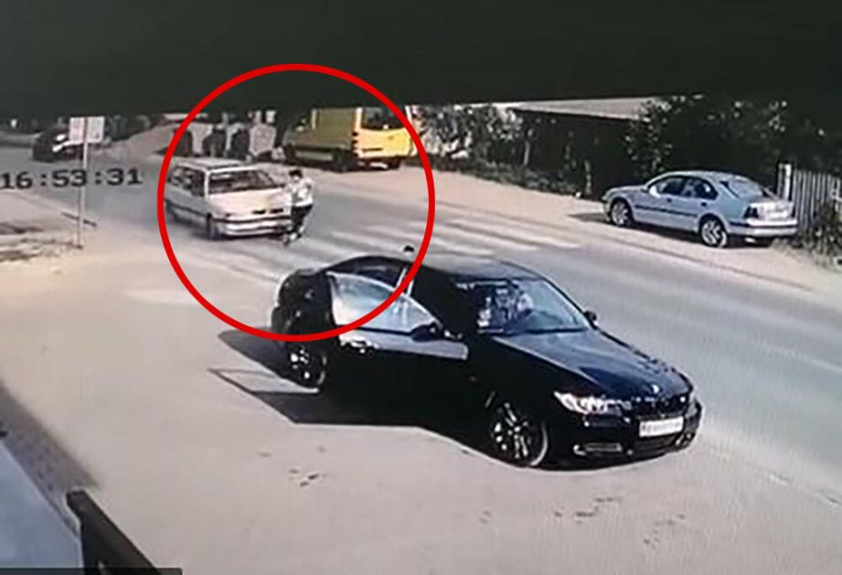 STRAVIČAN SNIMAK GAŽENJA U NOVOM PAZARU: Automobil pokosio ženu na pešačkom prelazu! VIDEO