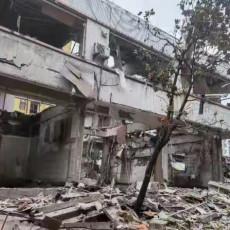 STRAVIČNA EKSPLOZIJA NA KINESKOJ PIJACI: Mrtvi i ranjeni ljudi ostali zatrpani ispod ruševina (FOTO/VIDEO)