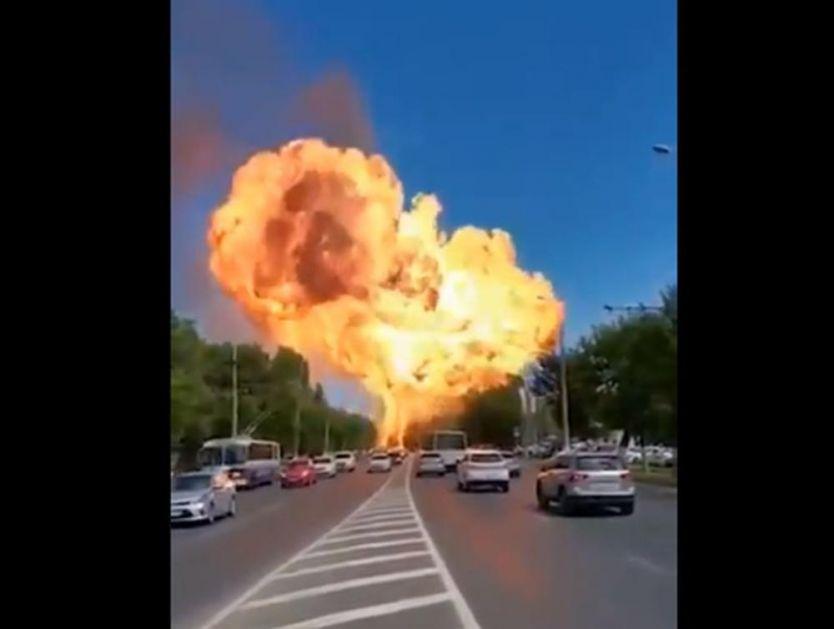 STRAVIČNA EKSPLOZIJA U RUSIJI: Drama na benzinskoj pumpi u Volgogradu, plamen i dim se uzdizali iznad grada (VIDEO)