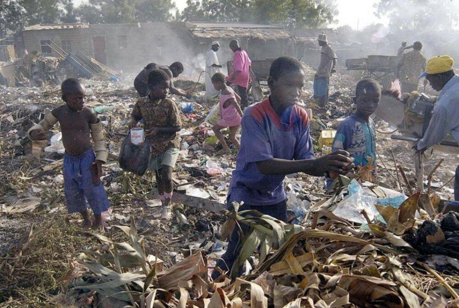 STRAVIČNA NESREĆA Najmanje 20 dece stradalo u požaru koji je izbio u njihovoj školi, ostali zarobljeni u učionici od trske