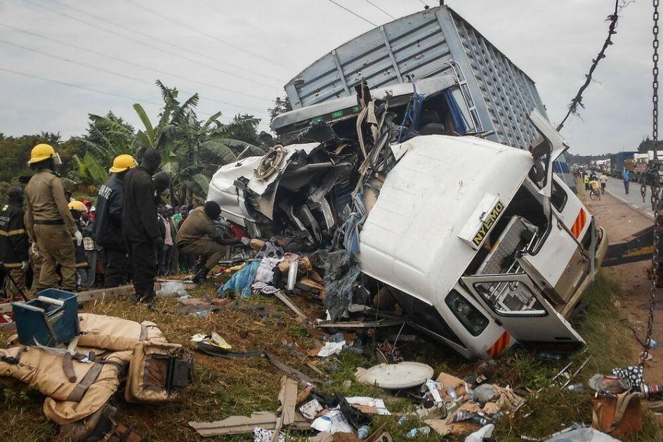 STRAVIČNA NESREĆA U KONGU: 40 ljudi izgorelo kada se zapalio autobus