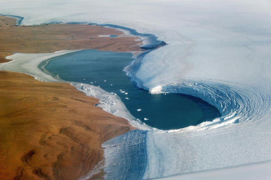 STRUČNJACI I NAUČNICI UPOZORAVAJU: Led koji se topi na Grenlandu mogao bi da pokrije Floridu sa 5 centimetara vode