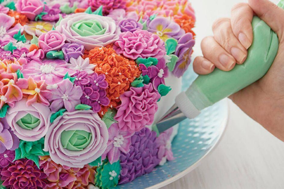 STRUČNJAK ZA SLATKIŠE: Saznajte kako da ukrasite torte i kolače kao profesionalac!