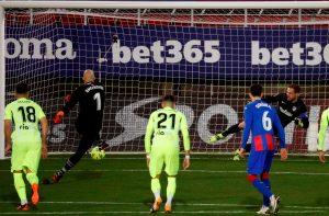 SUAREZ UKRAO ŠOU MARKU DMITROVIĆU! Srpski golman postigao pogodak, ali sjajni Urugvajac sa dva gola doneo pobedu Atletiku! (VIDEO)