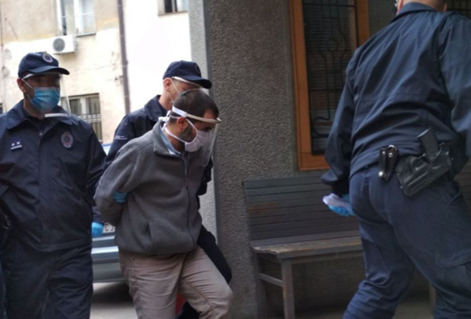 SUĐENJE MALČANSKOM BERBERINU Pogledajte kako ga policija kombijem sprovodi u sud! Evo šta je rekla majka otete devojčice