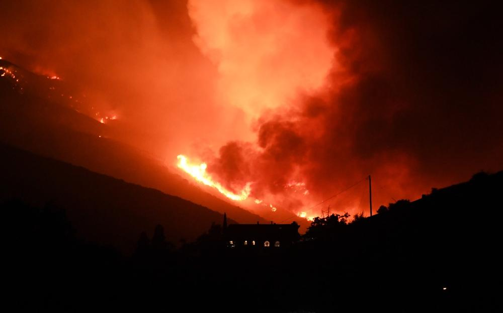 ŠUMSKI POŽAR U KALIFORNIJI: Evakuisano oko 500 kuća zbog vatrene stihije, uništeno oko 4.000 hektara šume (VIDEO)