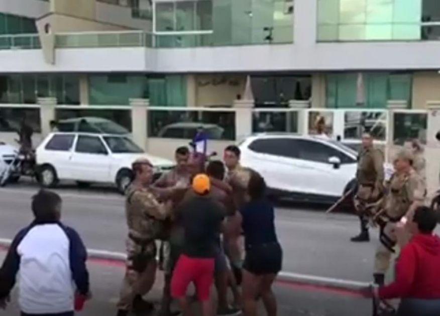 SUZAVAC I PENDRECI ZA PREKRŠIOCE KARANTINA: Meksička policija leši posetioce plaža koji krše zabranu okupljanja! (VIDEO)