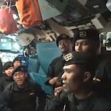 SVE JE SLUTILO NA TRAGEDIJU: Naježićete se od reči poslednje pesme mornara potonule podmornice (VIDEO)