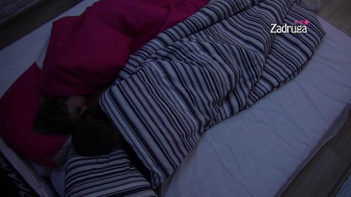 SVE SU BLIŽE JEDNO DRUGOM! Iva i Stefan spojili krevete, ne mogu više da obuzdaju strasti! (VIDEO)