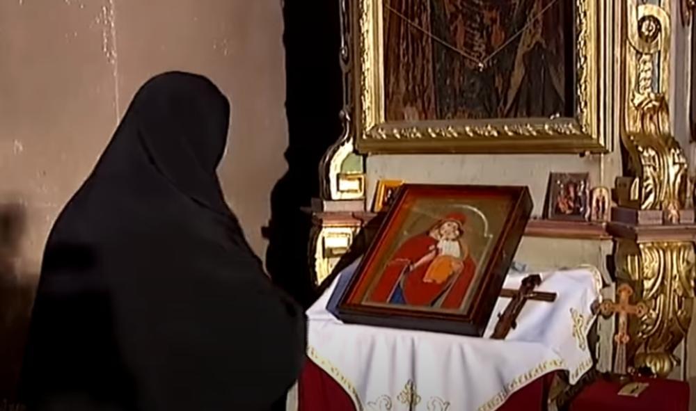 SVE ZAPISANO U KNJIZI ČUDA: Posle molitve pred ČUDOTVORNOM ikonom MAJKE BOŽJE rođeni su Višnja, Sofija i još 1.OOO DECE!