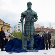 SVEČANO OTKRIVEN SPOMENIK DESPOTU STEFANU LAZAREVIĆU: Beograd ponosito neguje Srpsku istoriju (FOTO)