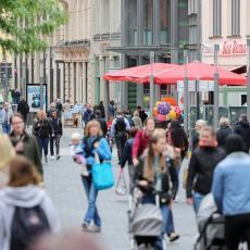 ŠVEDSKA ZABELEŽILA REKORDNI BROJ ZARAŽENIH: Stopa smrtnosti veća nego kod njenih suseda