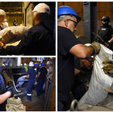 SVI KOJI TRUJU NAŠU DECU ZASLUŽUJU DA ROBIJAJU U Obrenovcu spaljeno skoro tonu i po marihuane (FOTO)